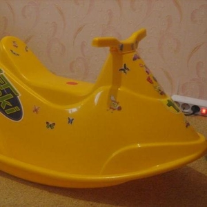 Продаю детский скутер-качалку.