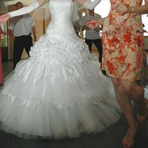 Продаётся свадебное платье кипельно белого цвета