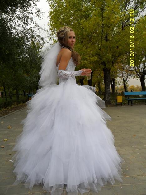 Свадебные платье с юбкой из перьев